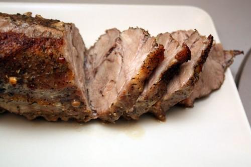 Свинина запечена в солі