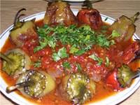Запечені перці з томатним соусом