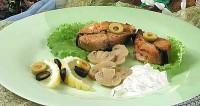 Смажений лосось з йогуртовим соусом
