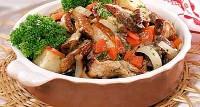 Печеня з яловичиною, овочами і грибами